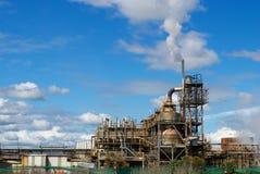 Старая фабрика под голубым небом Стоковое фото RF