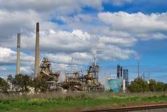 Старая фабрика под голубым небом Стоковые Фотографии RF