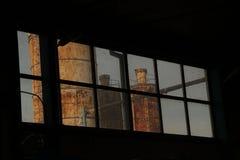 Старая фабрика через окно стоковые фотографии rf