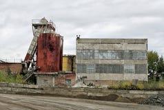 Старая фабрика для продукции цемента Стоковые Изображения