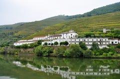 Старая ферма вина на речном береге Стоковые Изображения