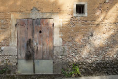 Старая французская дверь амбара Стоковая Фотография