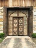 старая художническая деревянная дверь с резным изображением Стоковые Фотографии RF