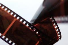 Старая цветная пленка в спирали над белой предпосылкой Старая ретро цветная пленка Стоковые Изображения RF