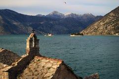 Старая церковь в заливе kotorska boka в Черногории Стоковые Изображения RF