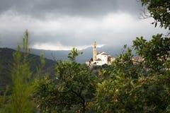 Старая церковь в Ligurian городке стоковая фотография rf