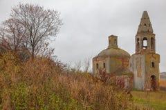 Старая церковь красно-кирпича в России Стоковые Фотографии RF