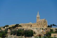 Старая церковь на предпосылке голубого неба Стоковая Фотография RF