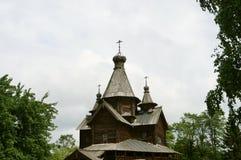 Старая церковь церков- построенная древесины без одиночного ногтя, русской деревни стоковые фото