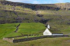 Старая церковь лютеранина в Saksun на острове Streymoy, далеко Стоковая Фотография