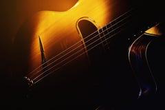 Старая цыганская акустическая гитара стоковое изображение rf