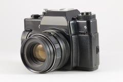 Старая черная камера фильма SLR на белой предпосылке Стоковые Изображения