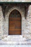 Старая швейцарская деревянная дверь церков с цветным стеклом стоковое изображение