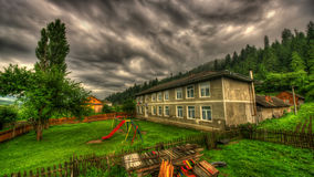 Старая школа в шторме Стоковое Фото