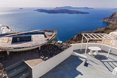 Старая шлюпка на острове Santorini Стоковое Изображение