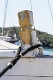 Старая шлюпка состыкованная на порте Стоковая Фотография