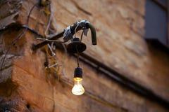 Старая электрическая лампочка улицы Стоковые Изображения RF