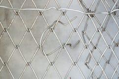 Старая ячеистая сеть Простая картина связанной проволокой загородки Старая решетка металла Стоковая Фотография RF