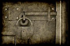 старая grunge двери locked стоковые фотографии rf