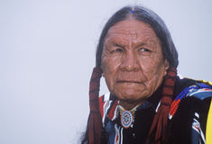 Старейшина коренного американца Cherokee на междуплеменном колдуне, Ojai, CA Стоковые Фото