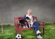 Старик с собаками Стоковая Фотография RF