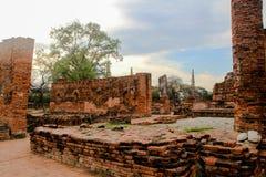 Старинное здание на Wat Chai Watthanaram стоковая фотография rf