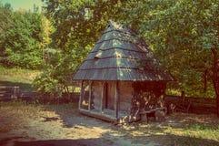 Старинное здание сарая в саде Стоковое фото RF