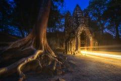 Старинные ворота виска Bayon в комплексе Angkor Стоковые Изображения