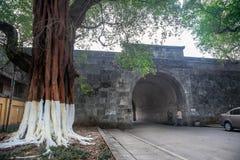 Старинные ворота в принцах Городе Jingjiang Стоковые Фотографии RF