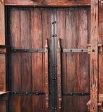 стародедовская дверь деревянная Предпосылка старой деревянной двери Стоковые Изображения RF