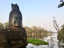 стародедовская статуя Гигантская каменная сторона индусско Камбоджа Стоковое Изображение RF