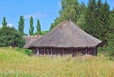 стародедовская сторновка крыши амбара стоковые фото