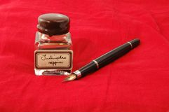 Стародедовские ручка и чернила стоковая фотография