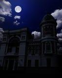 Стародедовское здание под ночным небом Стоковая Фотография RF