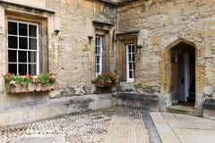 Старое английское здание Стоковые Изображения