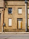 Старое бега здание кирпича вниз Стоковое Изображение RF
