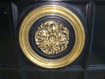 Старое бронзовое украшение стоковое изображение