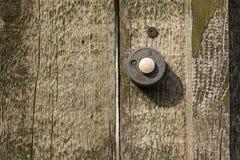 Старое винтажное plasticdoorbell на стене Стоковая Фотография RF