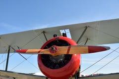 Старое вид спереди самолет-биплана Стоковые Изображения