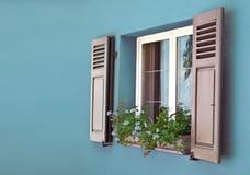 Старое голубое деревянное Windows Стоковые Фотографии RF