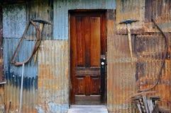 Старое деревенское здание в городе Dawson, Юконе стоковое изображение rf