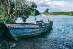 Старое деревянное покинутое кораблекрушение Стоковое Фото