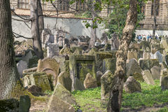 Старое еврейское кладбище в Josefov, Праге, чехии Стоковое Изображение RF
