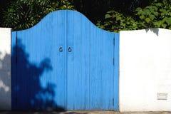 Старое деревянное голубое ворот Стоковые Фото
