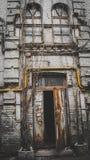 Старое деревянное дерево Уолл-Стрита кирпича двери Стоковое Изображение
