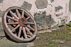 Старое деревянное колесо стоковые фотографии rf