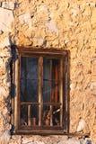 Старое деревянное окно с стальными прутами Стоковые Фотографии RF