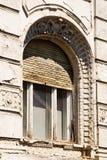 Старое деревянное окно с штарками Стоковое Изображение
