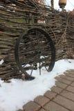 Старое железное колесо стоковая фотография rf