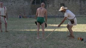 Старое замедленное движение большого скачка Соревнования Античных Олимпийских игр Рима сток-видео